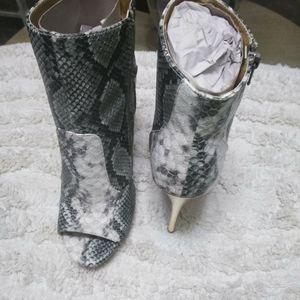 Snake pattern bootie